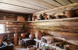老农村木房子内部  免版税库存照片
