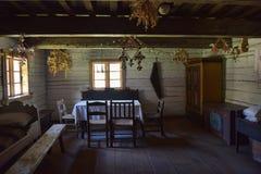 老农村木房子内部 库存照片图片