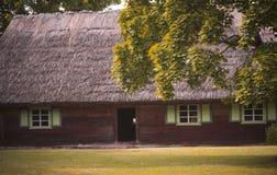 老农田房子典型为19世纪Suvalkia地区,立陶宛 免版税库存图片