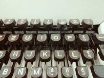 老减速火箭的控制台打字机键盘 免版税库存照片