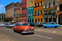 老减速火箭的汽车在哈瓦那,古巴 免版税库存图片