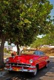 老减速火箭的汽车在哈瓦那,古巴 免版税库存照片