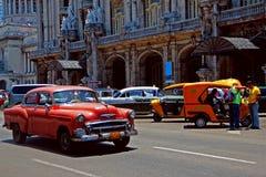 老减速火箭的汽车在哈瓦那,古巴 库存照片