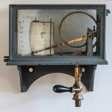 老减速火箭的湿度计气象台 免版税图库摄影