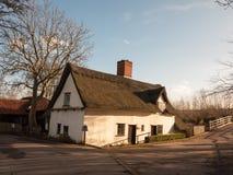 老减速火箭的独特的村庄房子flatford dedham英国 免版税库存照片