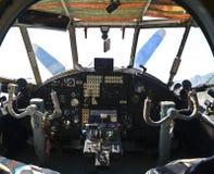 老减速火箭的飞机的驾驶舱视图 免版税库存照片