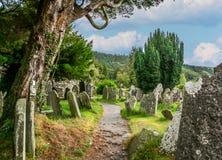 老凯尔特公墓在Glendalough,威克洛郡,爱尔兰 免版税图库摄影