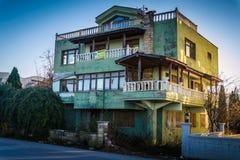 老别墅在Cinarcik镇乡下-土耳其 免版税库存图片