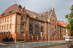 老前德国豪宅在Baltiysk -波儿地克的舰队基地的总部的步兵营房 免版税图库摄影