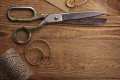 老剪刀和麻线 免版税库存图片