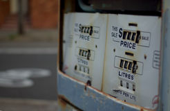 老加油泵 免版税库存照片
