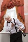 老化音乐家播放单簧管 图库摄影