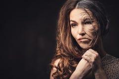 老化,护肤概念 半老半少妇 免版税库存照片