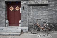 老北京Hutong自行车 免版税库存照片