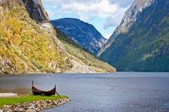 老北欧海盗小船在挪威 库存图片
