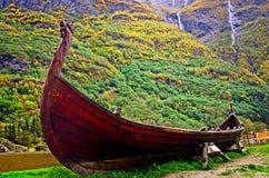 老北欧海盗小船在Sognefjord 挪威 免版税图库摄影