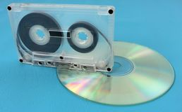 老卡型盒式录音机和光盘驱动器 库存图片