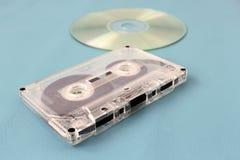 老卡型盒式录音机和光盘驱动器 库存照片