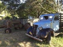 老卡车和拖拉机 免版税库存照片