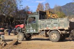 老卡车在沙溪中国 库存图片