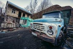 老卡车在Gergeti 库存照片