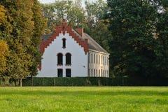 老卡默利特平纹薄呢修道院在Bottelare,比利时 免版税库存照片