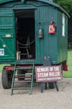 老卫兵支架使用与蒸汽路辗 免版税图库摄影