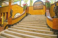 老历史的加兹登旅馆大理石楼梯背景 库存照片