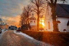 老历史的波尔沃,芬兰 蓝色小时日出的中世纪石头和砖波尔沃大教堂 库存图片