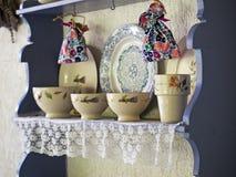 老厨房壁架 免版税库存图片