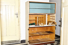 老厨房碗柜 免版税图库摄影