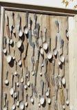 老叉子、刀子和匙子在框架 免版税库存照片