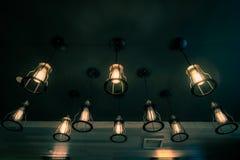 老发光在咖啡馆的葡萄酒电灯泡 库存照片