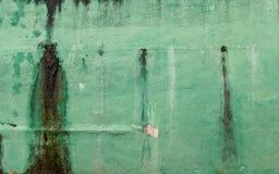 老发霉的绿色墙壁-被绘的具体纹理被剥皮的油漆 库存图片