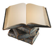 老古色古香的书被堆积在互相顶部 免版税库存照片