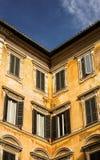 老古色古香的大厦在意大利 免版税库存照片