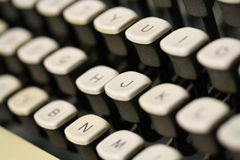 老古色古香的葡萄酒打字机宏观射击锁上键盘 免版税图库摄影