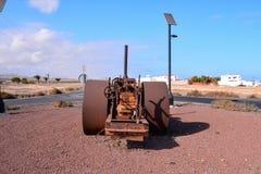 老古色古香的蒸汽路辗 库存图片