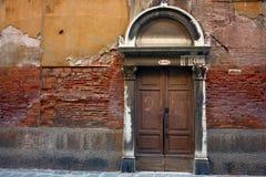 老古色古香的门 免版税图库摄影