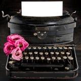 老古色古香的黑葡萄酒打字机 免版税库存照片