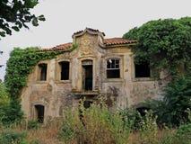 老古董被放弃的女修道院 图库摄影