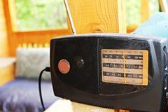 老和多灰尘的收音机 免版税库存照片