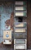 老和损坏的门铃- buttom 库存照片