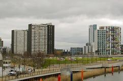 老和新公寓在斯特拉福,伦敦 图库摄影
