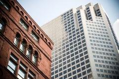 老和新的大厦汇合在圣路易,密苏里,美国。 免版税库存照片