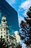 老和新的大厦 免版税库存图片