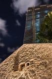 老和新的建筑学现代摩天大楼和传统风格 图库摄影