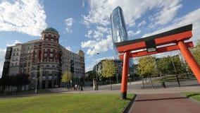 老和现代建筑学,日本曲拱的美好的组合在城市公园 影视素材