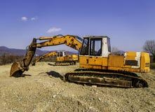 老和生锈挖掘机开掘 免版税图库摄影
