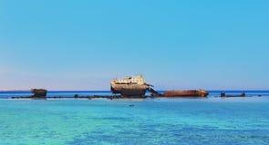 老和生锈的船 库存照片